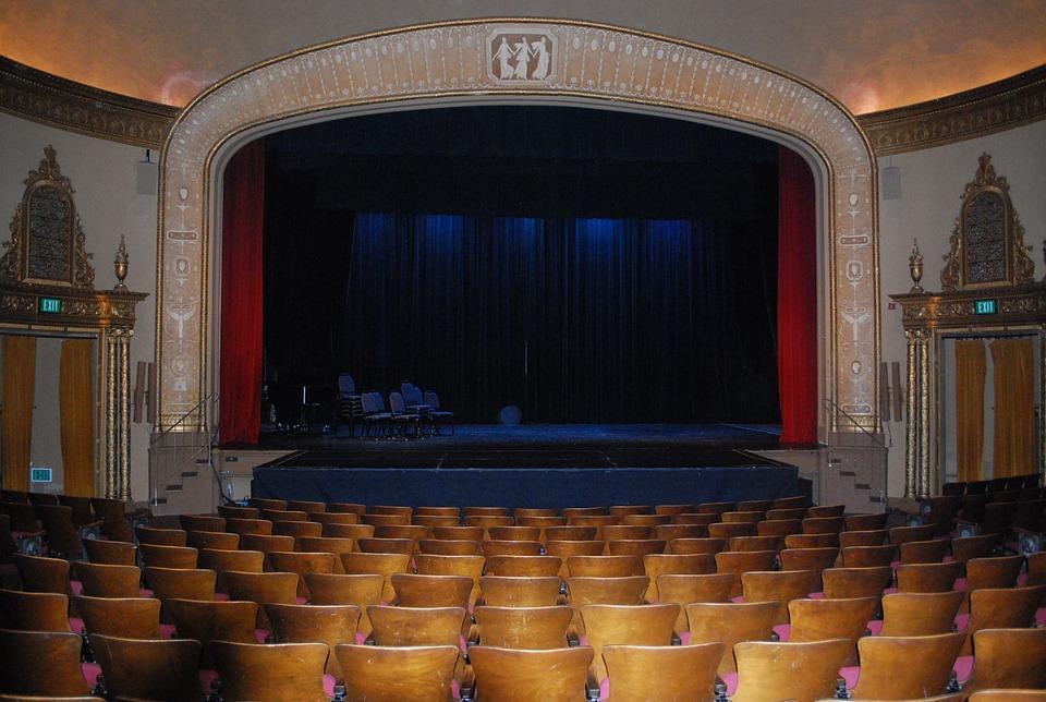 Everyone should do theatre